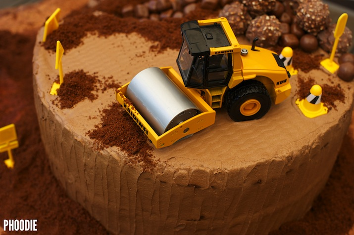 PHOODIES CONSTRUCTION SITE BIRTHDAY CAKE phoodie