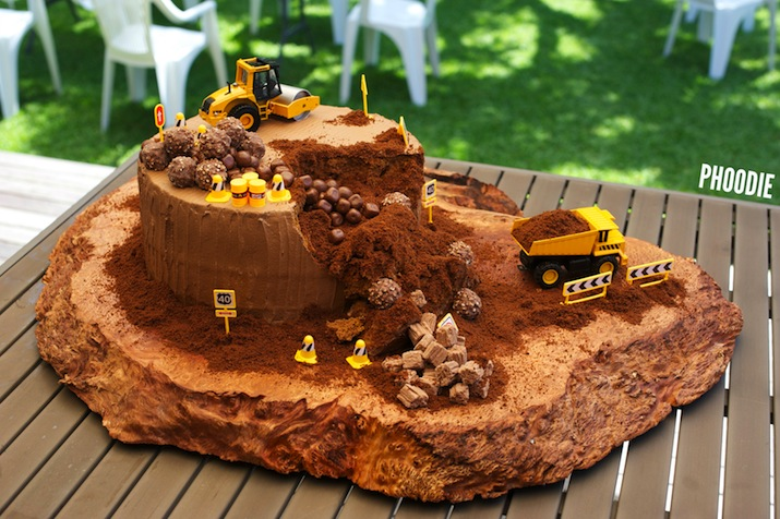 Phoodie S Construction Site Birthday Cake Phoodie